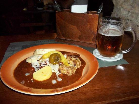 U Zlate Konvice : Cerveja e Goulash. Combinação nota 1000