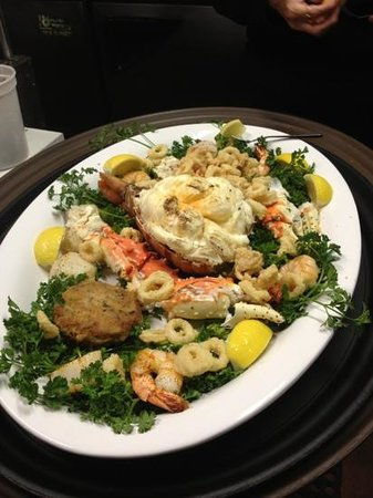 Brandy's Fine Food and Cocktails: Seafood Plater for Two