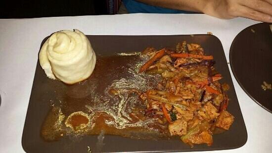 Himalaya Restaurant : Chiken sautée with their steamed bread.