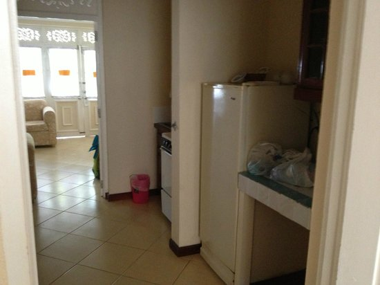 Franklyn D Resort & Spa: Kitchenette in room. Fridge is stocked by the nanny.