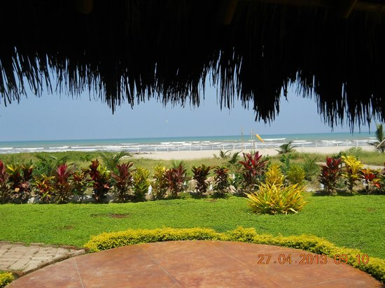 Canoa Beach Hotel: View of the beach from the bar, restraunt