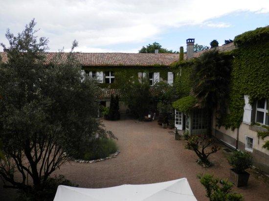 Chateau de Cavanac : COURTYARD