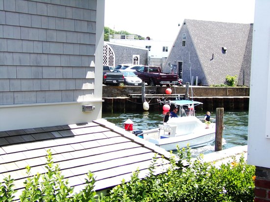 Woods Hole Drawbridge : A boat after it has crossed to the other side.