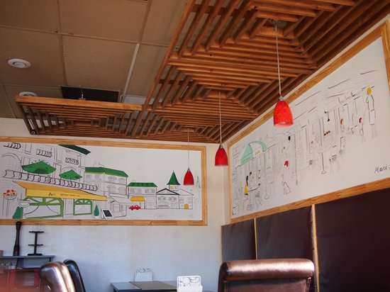 An's Restaurant: Beautiful painted murals on the wall