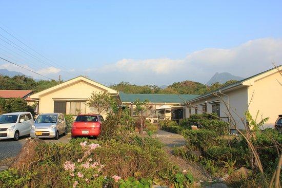 Yakushima Guesthouse Manmaru: 宿の全貌
