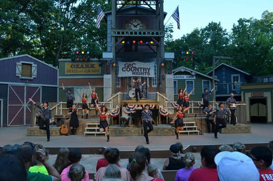 performers at Echo Hollow - Picture of Silver Dollar City, Branson ...