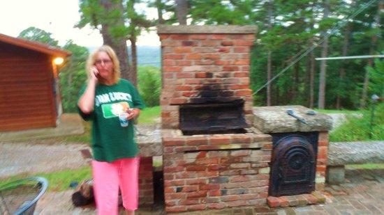 Brackenridge Lodge: grill area