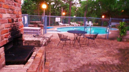 Brackenridge Lodge: pool area