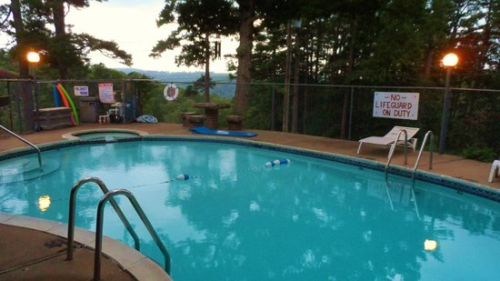 Brackenridge Lodge : pool