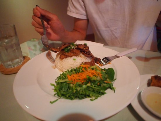Lotus Fresh Vietnamese Cuisine: Grilled chicken