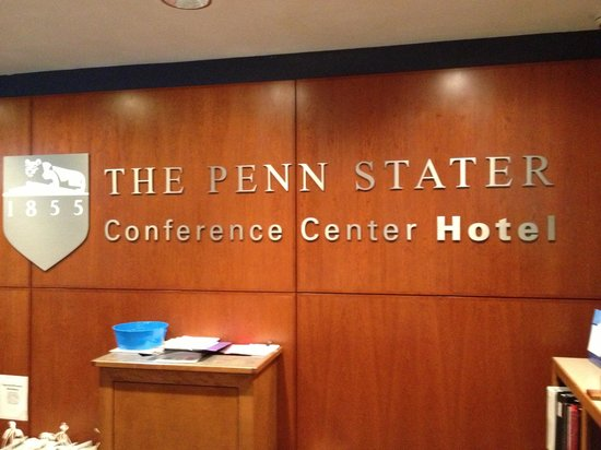 Penn Stater Conference Center : Hotel Front Desk