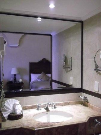 Hotel Morales Historical & Colonial Downtown Core: Tocador del baño