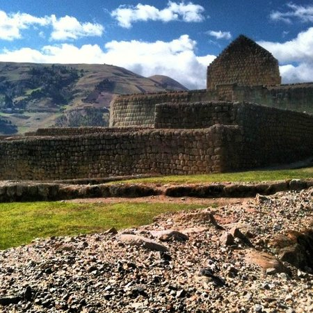 Ingapirca Ruins: It had long been settled by the Cañari indigenous people, who called it Hatun Cañar