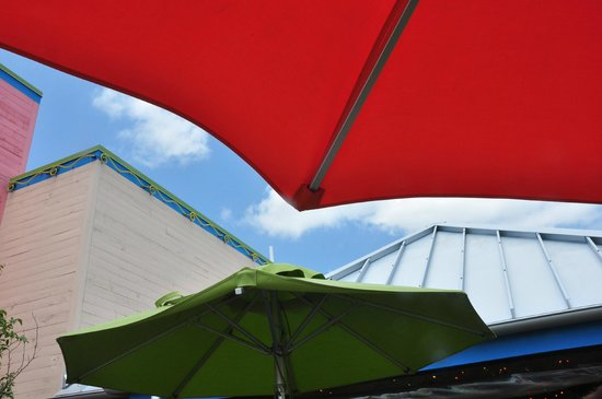 Chuy's Norman : Festive umbrellas cover benches outside the main entrance.
