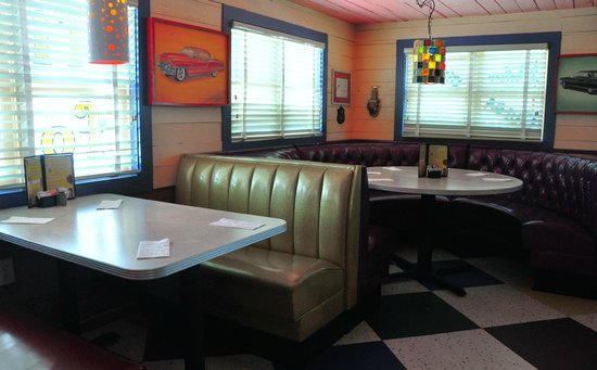 Chuy's Norman : Retro diner booths and tables inside Chuy's in Norman, OK.