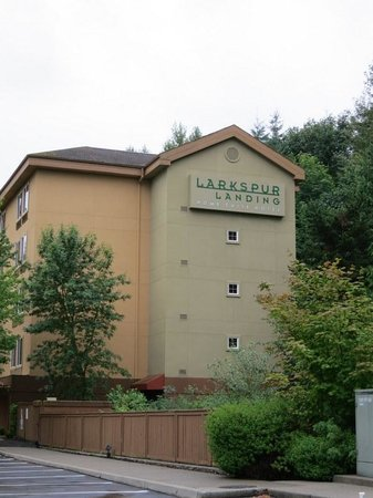 Larkspur Landing Bellevue : The hotel is tucked away in a cul de sac