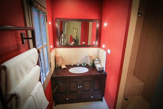 Satri House: Bathroom in Deluxe Room