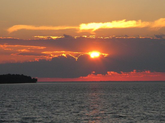 Westwood Shores Waterfront Resort: spectacular sunsets