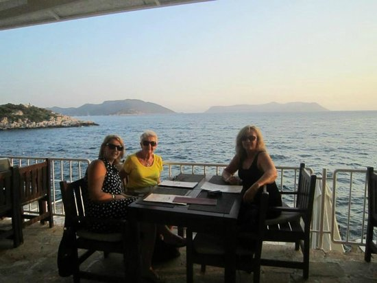 Hera Hotel: dinner in beachside restaurant
