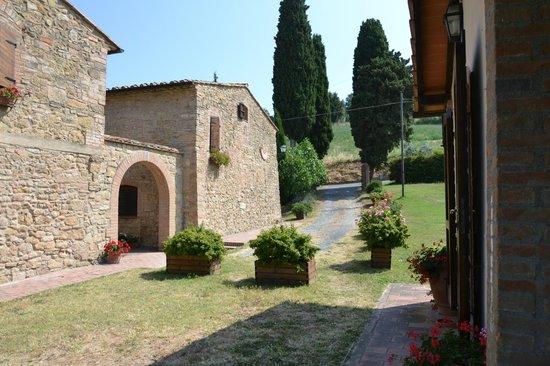 Villa Opera: the entrance