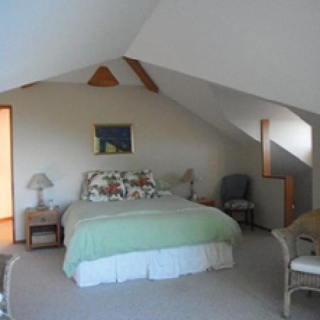 Waiwurrie Coastal Farm Lodge: upstairs bedroom