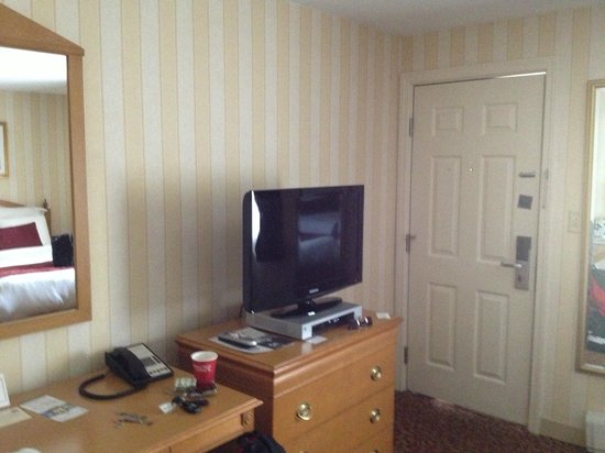 Port Inn, an Ascend Hotel Collection Member: Desk/TV Area
