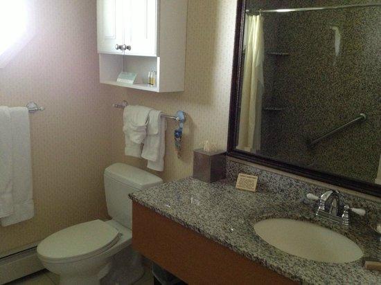 Port Inn, an Ascend Hotel Collection Member: Bathroom