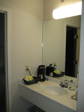 Gorges Grant Hotel : Sink area outside bathroom
