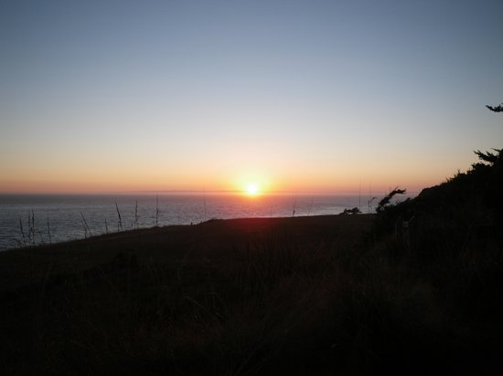 Fort Ebey : Beautiful sunset from behind campsite