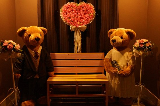 Bearga Museum : Wedding Big bears
