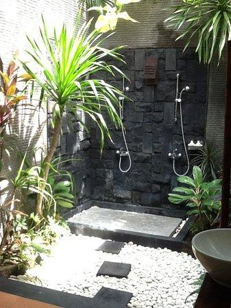 Rumah Santai Villas: Beautiful outdoor bathrooms