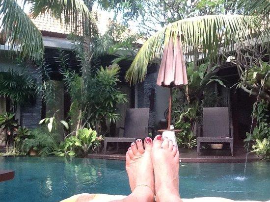 Rumah Santai Villas: Chilling out poolside
