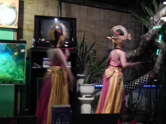 Luna Bonita: The two dancers on the stage