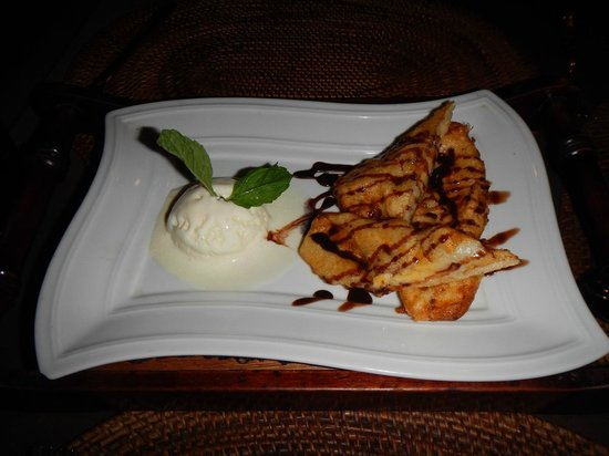 Luna Bonita : Fried Banana and ice cream dessert