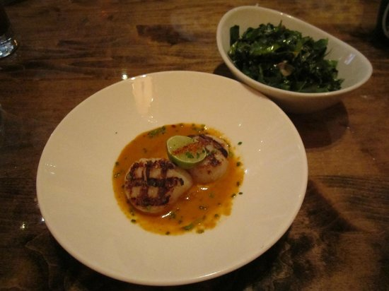 Sushi Samba Rio : Seared diver scallops with lemongrass, with collard greens as side dish
