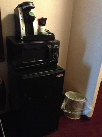 Fireside Inn & Suites Portland: Microwave/Fridge