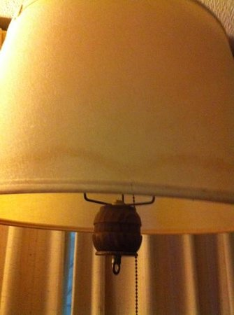 Americas Best Value Inn Brunswick: lamp shade