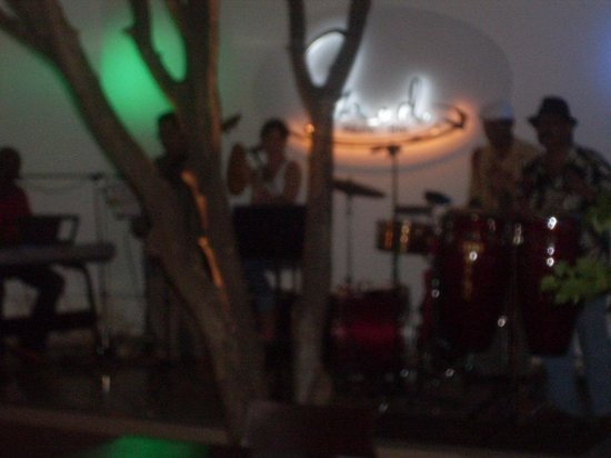 Med Resto - Bar: Banda cubana en Med