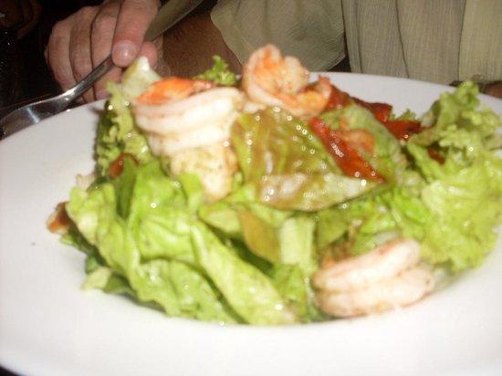 Med Resto - Bar: Ensalada con camarones