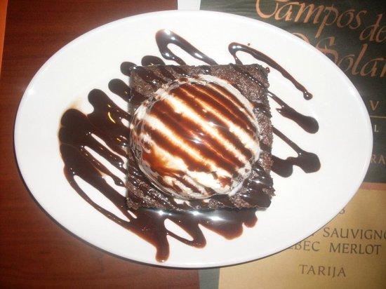 Med Resto - Bar: Brownie con helado