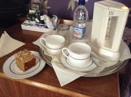 Highgate House: Coffee and walnut cake