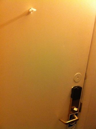 Americas Best Value Inn Brunswick : peep hole again