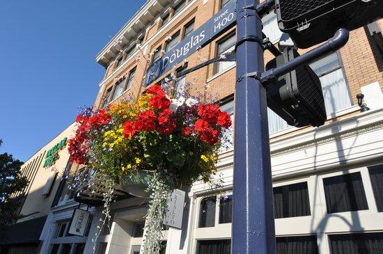 Hotel Rialto front on Douglas St.