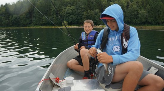 Lake Mayfield  Marina Resort & RV Park: Family fun fishing on Lake Mayfield