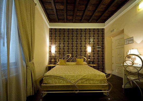 Locanda del Sole Luxury Suite Rome: la mia camera color oro