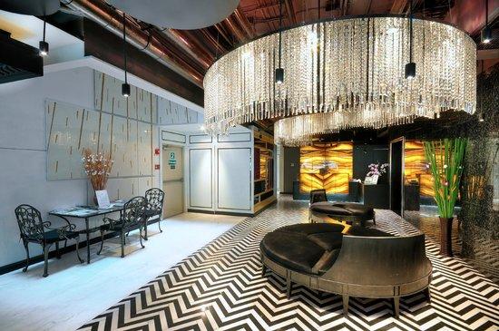 Skyy Hotel : Hotel Lobby