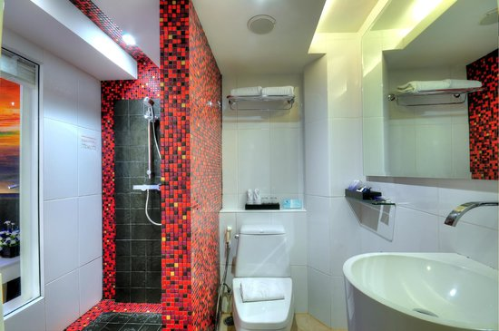 Skyy Hotel: Bathroom