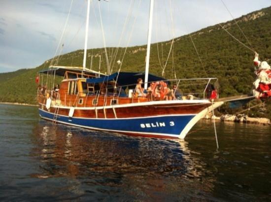 Kalekoy Harbour: Selin-3 boat www.kasgulet.com
