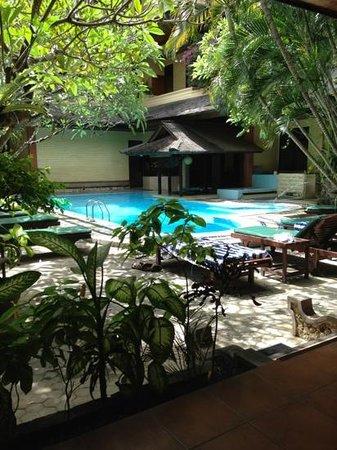 Bali Segara Hotel: zwembad.