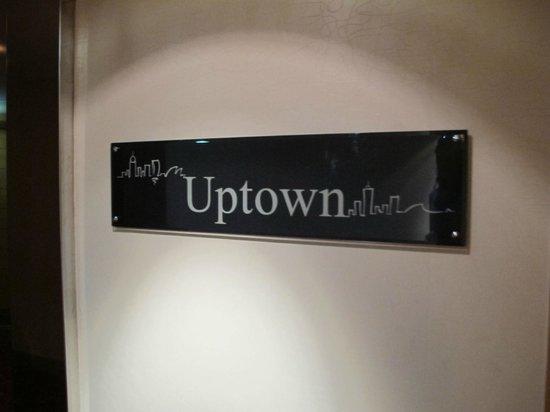 Uptown Bar: Entrance